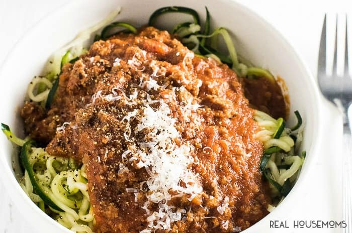 Our 15 MINUTE SPAGHETTI SAUCE is the perfect addition to your weeknight meals. It's super quick & easy to make, and totally delicious!