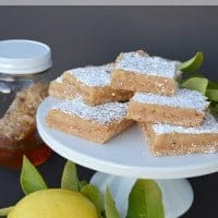 Skinny Honey Lemon Bars | Real Housemoms #dessert #lemonbars