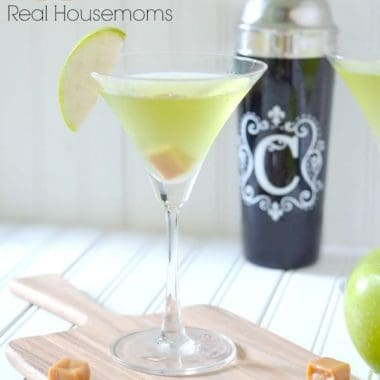 caramel appletini in a martini glass