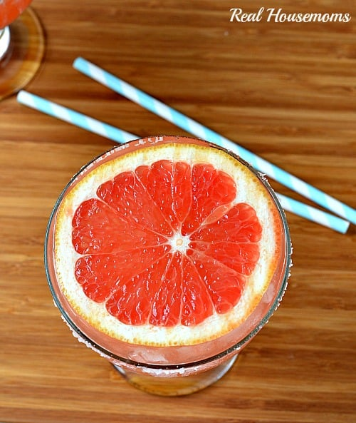 grapefruit margarita topped with a slice of grapefruit