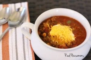 Easy weeknight chili feature