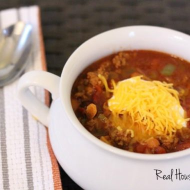 Easy weeknight chili feature displayed in a white sharing dish