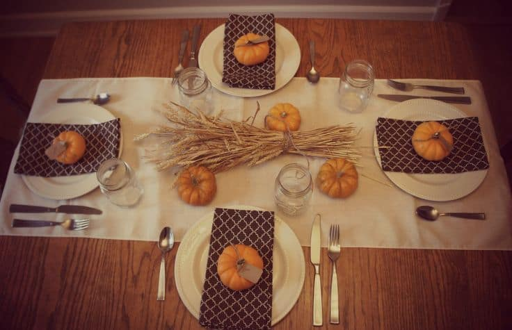 25 holiday table settings real housemoms for Gorgeous thanksgiving table settings