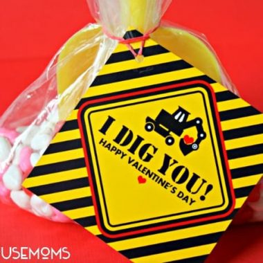 """I Dig You"" Valentine with free print. Printables that read ""I DIG YOU HAPY VALENTINE DAY"" with a Excavators digger machine, yellow, black and red colors Printable attached to a goodie bag with a yelow toy shovel"