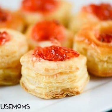 Pepper Jelly Brie Pastry Puffs