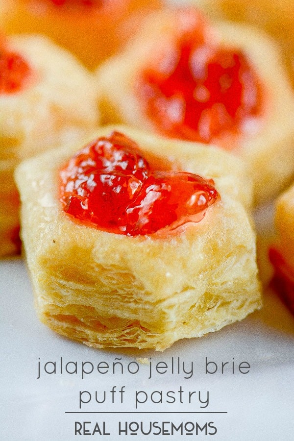 Jalapeño Jelly Brie Puff Pastry are sweet & spicy yummy bites of flaky goodness!