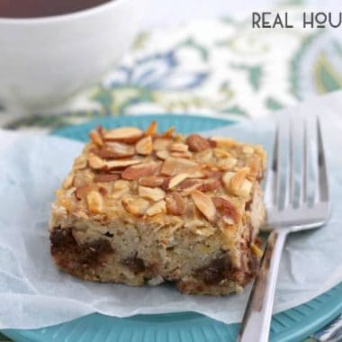 This healthy Almond Joy Banana Bread Baked Oatmeal with it's dark chocolate chunks, toasted almonds, and coconut only tastes like an indulgent breakfast treat!
