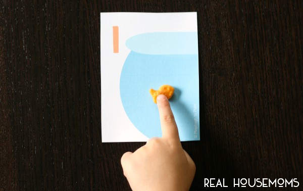 These free printable goldfish counting cards are fun, motivating and, as a huge bonus, end in a tasty snack. Can't beat that!