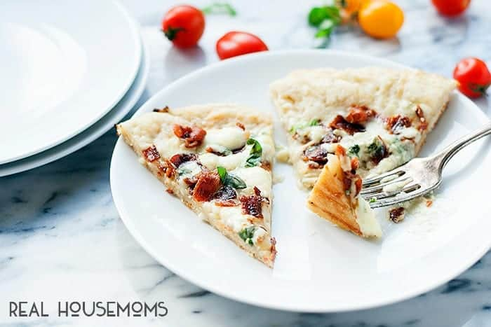 Summer pizza nights just got a little more exciting with Grilled Bacon and Blue Cheese Pizza!