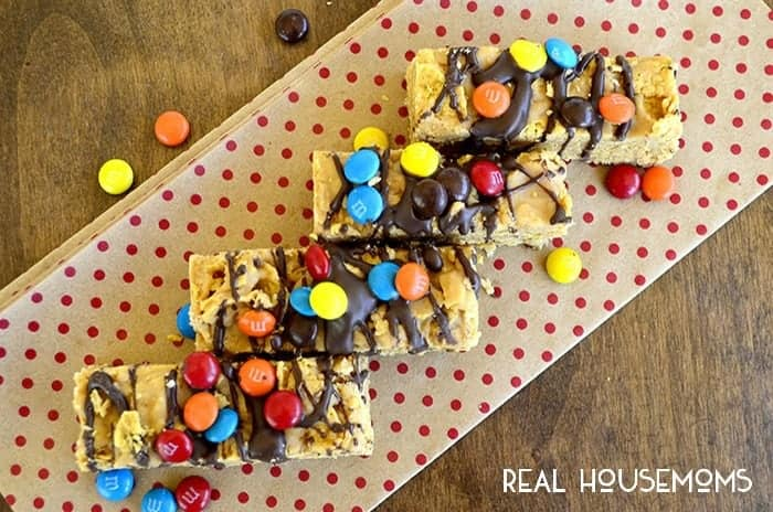 Krunchy Korn Flake No Bake Bars are a fun and easy treat for these hot summer days!
