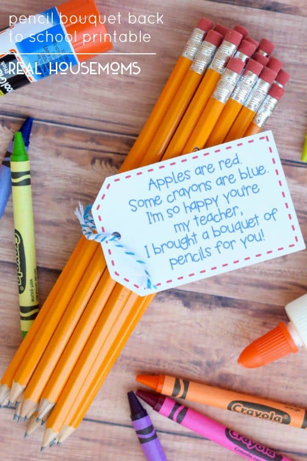 This cute Pencil Bouquet Back to School Printable makes for such a fun and easy teacher gift!  Available as a FREE PDF or Silhouette file printable!