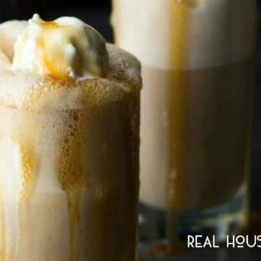 Caramel Bourbon Root Beer Floats are fun and delicious adult root beer floats, and ready in 5 minutes!