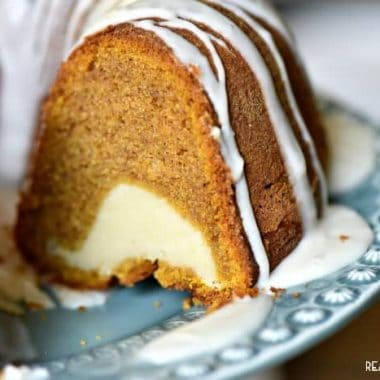 Cream Cheese Filled Pumpkin Bundt Cake!!! I've found my new pumpkin obsession!