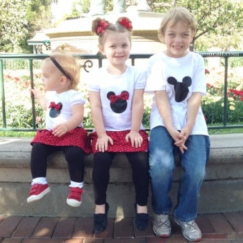 Make a Mickey or Minnie T-shirt for your next family Disney trip.  Get the tutorial at lizoncall.com