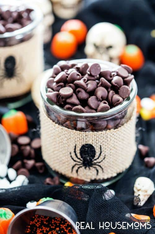 Is it almost Halloween already? I am definitely getting in the mood and this easy to make Boo Bark is just the treat to satisfy my sweet tooth!