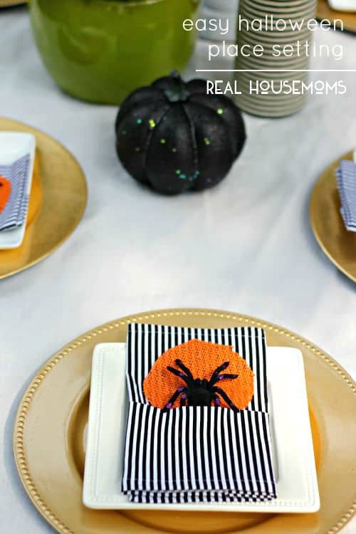 Dress up your place settings and get you table ready for company with our tutorial for DIY Fabric Napkins!