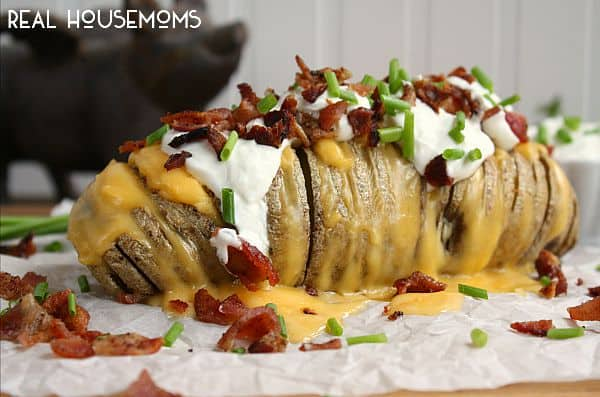 These Fully Loaded Hasselback Potatoes are packed full of bacon, cheese, sour cream, chives, everything you love on a baked potato!