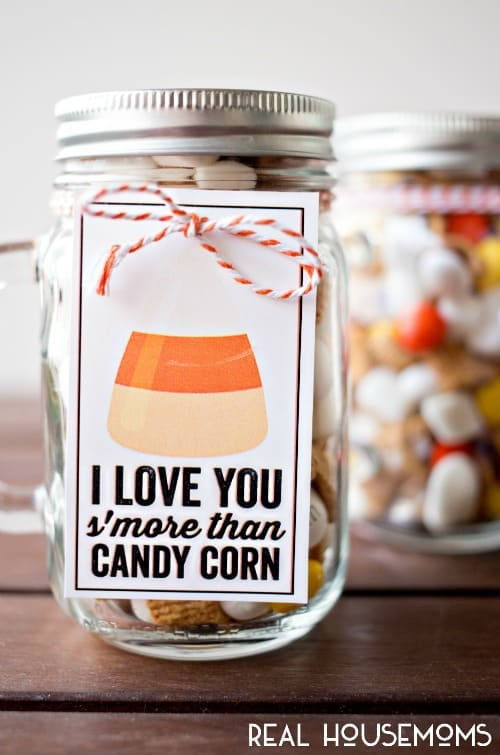 Candy Corn S'mores Gifts are a great last minute option for for your friends, family - neighbors, teachers and more!