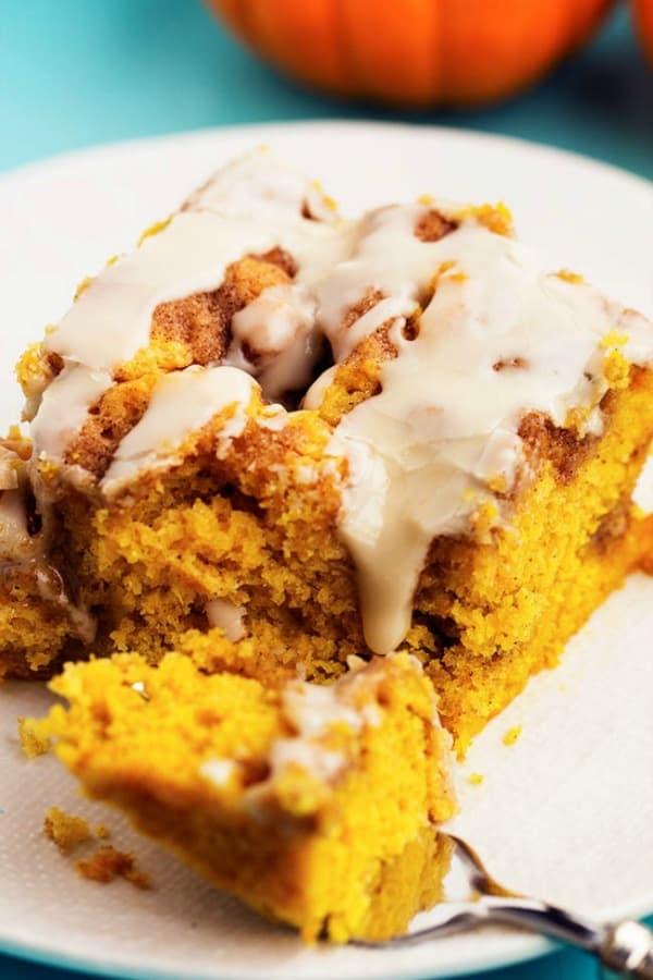 Pumpkin Cinnamon Roll Cake - The Recipe Critic