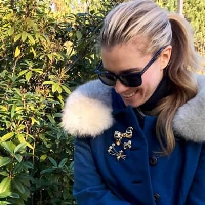 3 (EASY) Ways to Wear Brooches this Holiday Season
