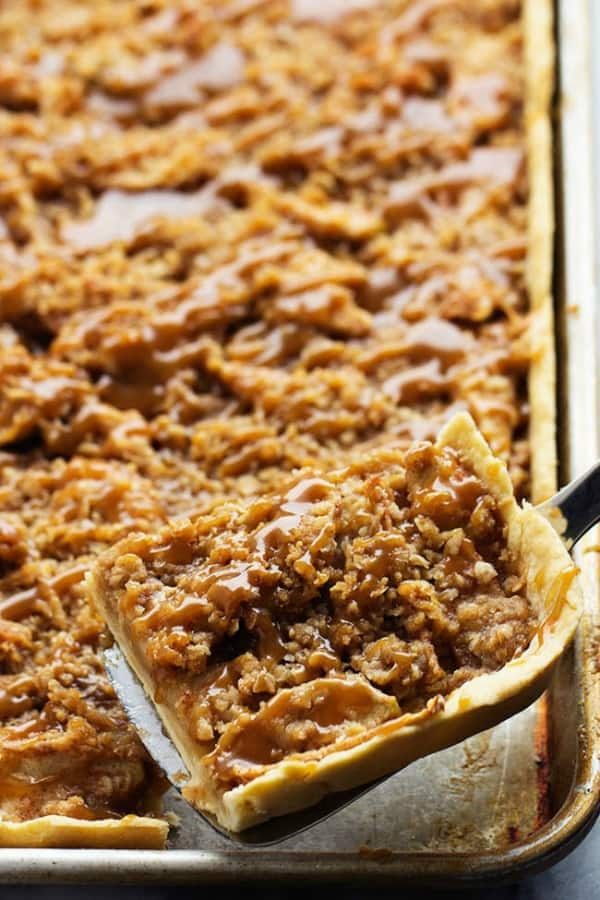 Caramel Apple Slab Pie - The Recipe Critic
