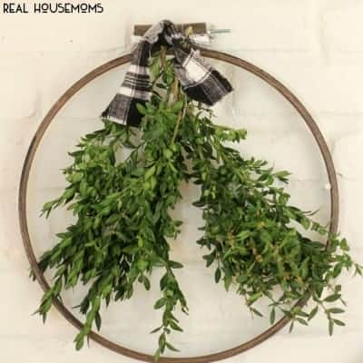 Simple Embroidery Hoop Wreath