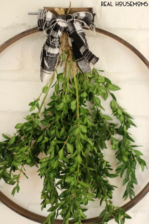 Our SIMPLE EMBROIDERY HOOP WREATH gives you the boxwoods you love without breaking the bank!