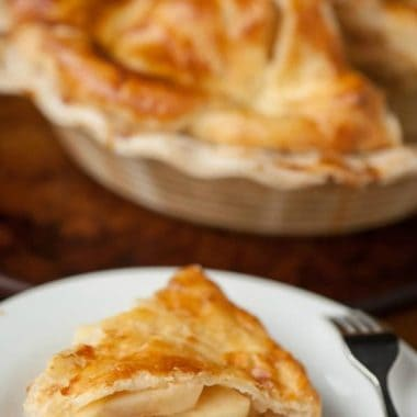 This HONEYCRISP APPLE CIDER PIE might just be the best classic apple pie you'll ever enjoy and would make a delicious dessert after Thanksgiving dinner!