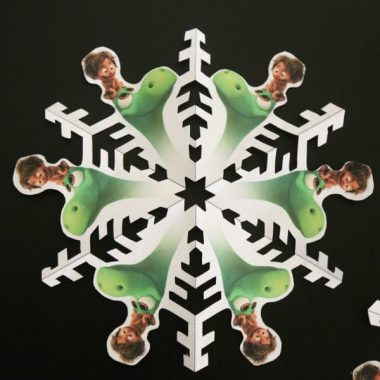 Every kid I know loves decorating the house with snow flakes in winter. Now you can bring ther love of dinosuars and winter together with DINO SNOWFLAKES!