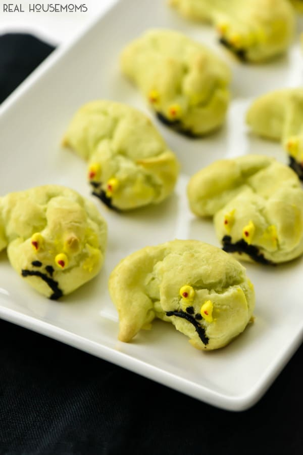 What better way to celebrate Star Wars than with a JABBA THE PUFF homemade cream puff?!?! We can't get enough of them!