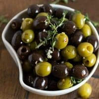 Skip the fancy olive bar this year and make your own HERB & GARLIC MARINATED OLIVES! They're nice & juicy and bursting with flavor!