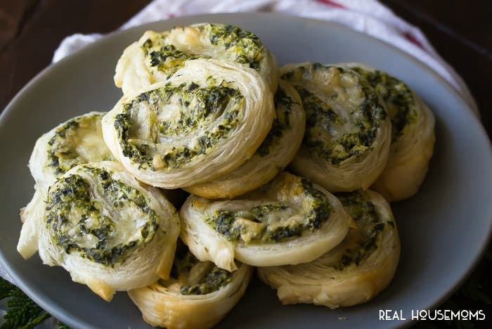 These SPINACH & ARTICHOKE PUFF PASTRY PINWHEELS are a deceptively easy appetizer that is perfect for a party!