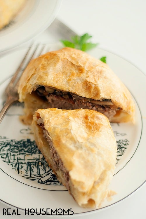 BEEF EN CROUTE FOR 2 is a dish that never fails to impress! A dinner party classic is easily made into a special romantic meal for date night in!