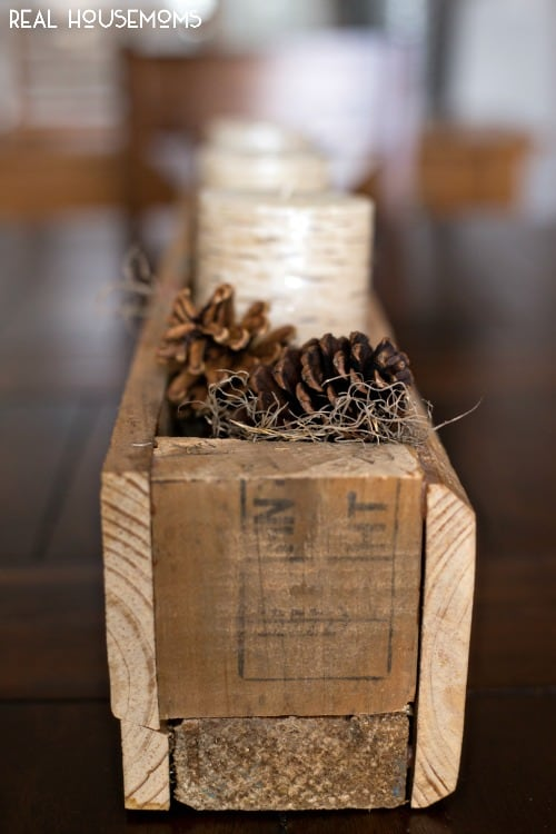 Our EASY WINTER CENTERPIECE will keep your house feeling cozy and lived in all winter long!