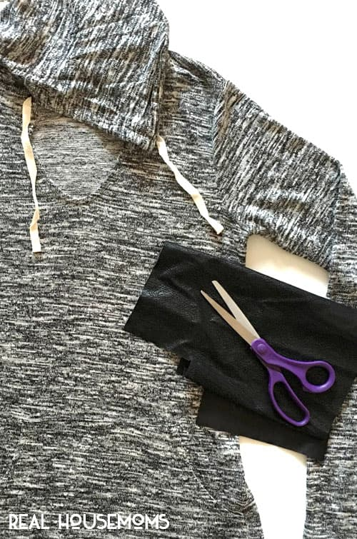 In a winter rut? Save money and update your winter wardrobe with these 4 easy DIYs that take minutes to complete and won't break the bank!