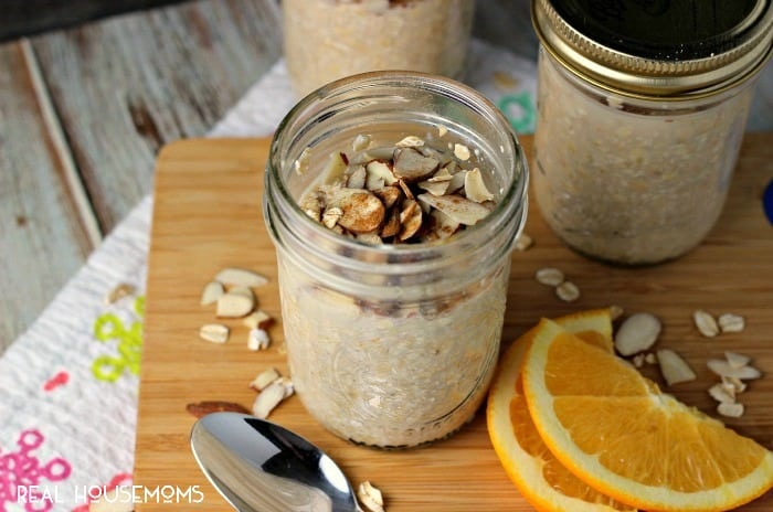 VANILLA ALMOND OVERNIGHT OATS are the easy way to make sure you grab a healthy and delicious breakfast in the morning!