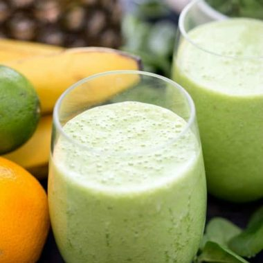 Jumpstart your morning with a healthy, fiber-packed, protein rich SLIMMING GREEN SMOOTHIE!