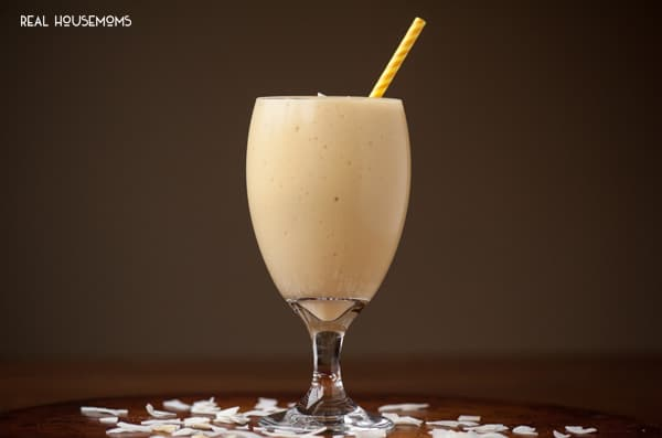 If you're looking for a tasty quick breakfast that will mentally transport you to a tropical beach, this MANGO PINEAPPLE SMOOTHIE will do the trick!
