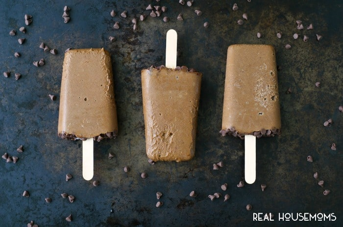 AVOCADO FUDGESICLES are a creamy, chocolaty, guilt-free treat made with just five ingredients that you can feel good about eating!