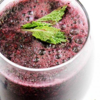 BLUEBERRY MINT SPRITZER is a thirst quenching summer time beverage made with 4 simple ingredients and ready in 5 minutes. This recipe is one the entire family will love!