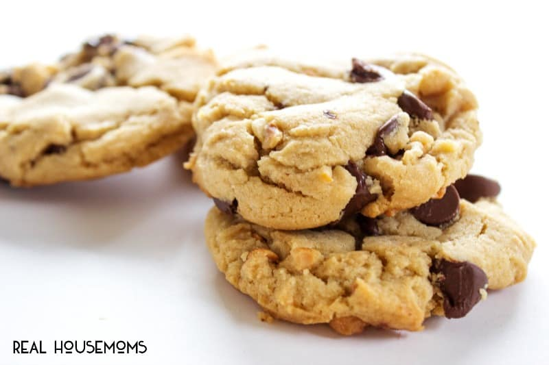 recipe: chewy peanut butter chocolate chunk cookies [16]