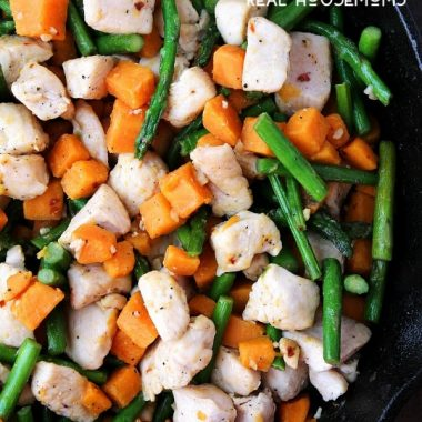 This CHICKEN, ASPARAGUS, AND SWEET POTATO SKILLET is a super easy, yet very flavorful one-pot meal!