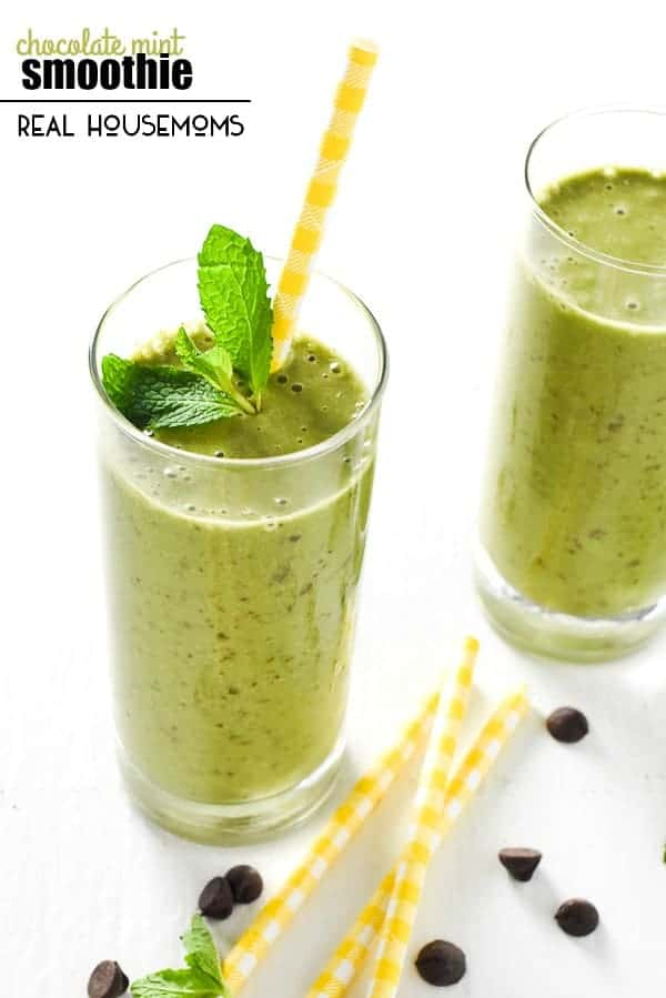 This healthy CHOCOLATE MINT SMOOTHIE is the best way to start your morning!