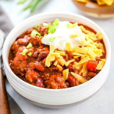 Fast, flavorful and easy Classic 30 Minute Chili Recipe is a weeknight lifesaver! Add your favorite toppings to create a meal your family will love!