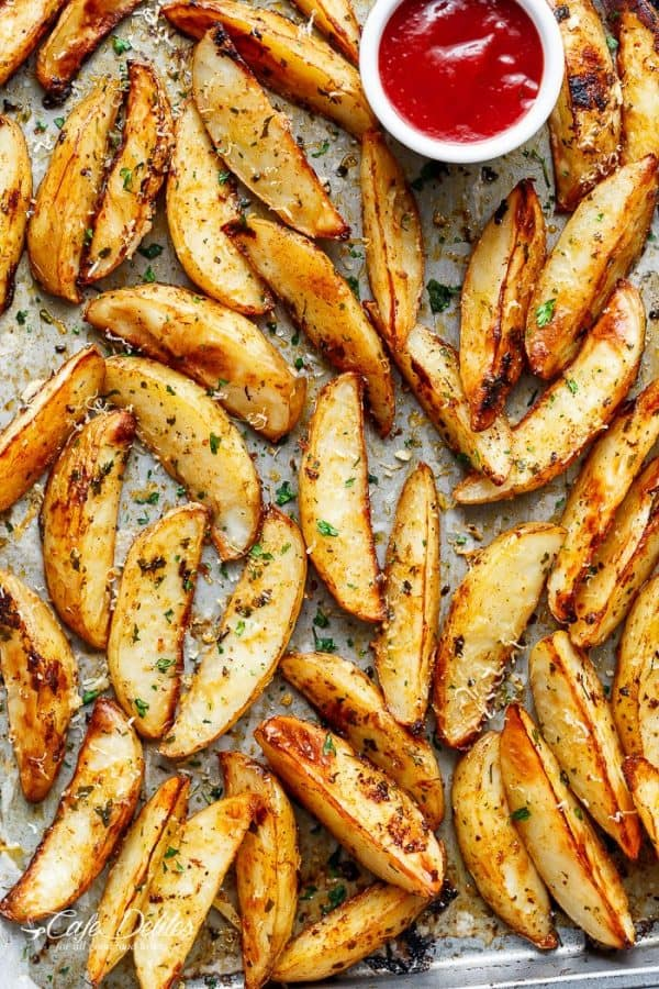 Crispy Garlic Baked Potato Wedges - Cafe Delites