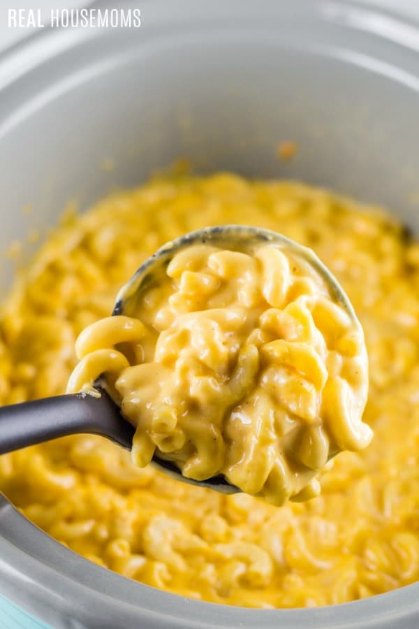 a spoonful of crock pot mac and cheese