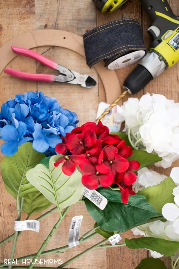 DIY Patriotic Wreath tools