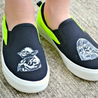 No matter if you're a Jedi or a Sith, these DIY STAR WARS TENNIS SHOES are one with the force!