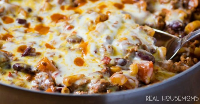 This EASY CHILI MAC SKILLET DINNER is a one pan dinner your whole family is going to love! It's simple to make, hearty, and healthy for those nights when you need a quick fix!