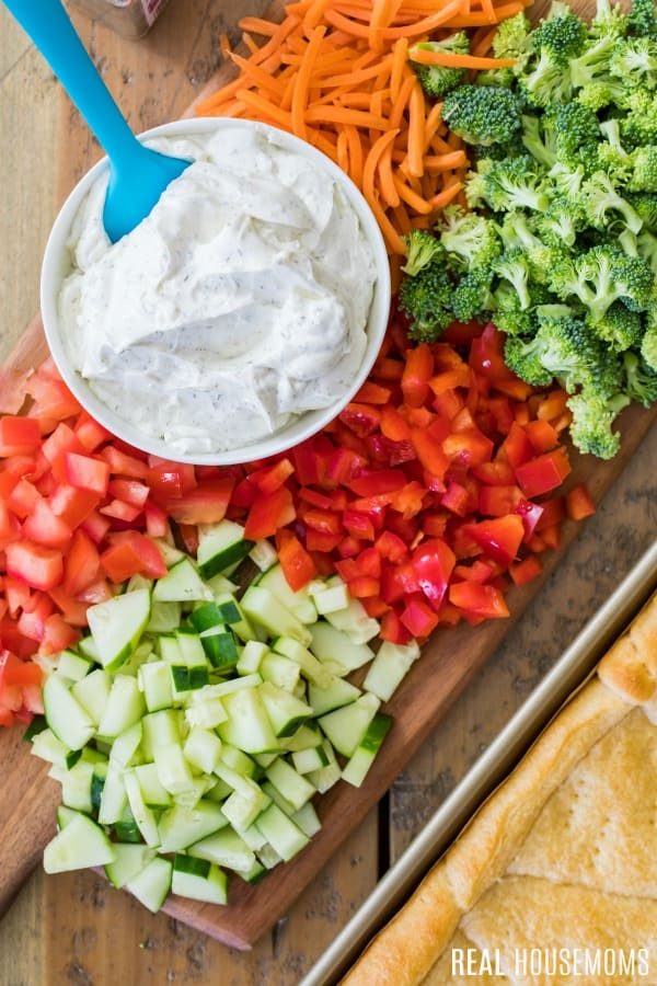 ingredients to make easy veggie pizza